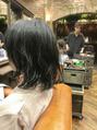 黒髪ショートに「辻村宣貴」