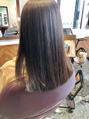 秋の髪ヘアカラーのオススメ、アッシュグレーベージュ