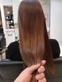 艶のあるピンクブラウンカラーで美髪に。