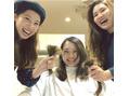 岡さんの長い髪を。