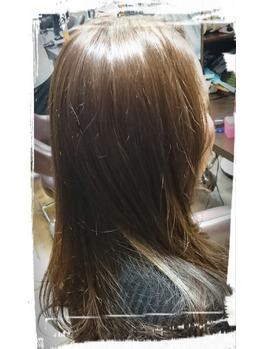 春なので、黒髪の方も少し明るめのカラーどうですか。