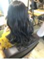明るくした髪に、濃ゆくブルージュカラー