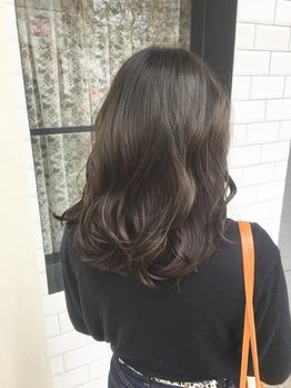髪が重く見えるのは『赤み』が原因です。_20170401_1