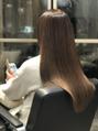 髪年齢を若く見せる美髪 プラチナストレートスタイル
