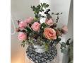 サロンを彩るアレンジメント花