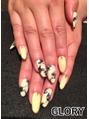 Yellow marble nail