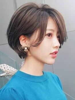 キアラ(Kchiara)の写真/前髪や顔周りにハイライトを入れて、明るく柔らかな印象に。カジュアルを残した上品な大人スタイル―