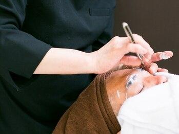 バーバーサロン キアウ(Bar Ber Salon)の写真/スチームをつけて剃るので、血行も良くなり肌イキイキ◎理容師が行う本格ケアに幅広い世代にリピーター多数