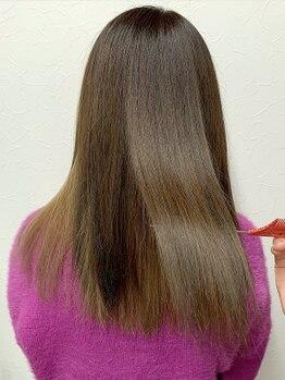 エヌフラップ(n-flap)の写真/《サラサラ&艶感UP》クセ・うねり・広がりなど、悩みを解消!毎日のスタイリングも時短で美髪が叶う♪