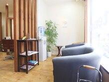 テノン 美容室tenonの雰囲気(木のぬくもりを感じる空間。男性のお客様も多数来店されます。)