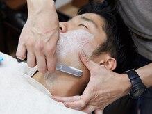 ヘアーサロン ミウラ(hair salon miura)の雰囲気(スチームで剃刀の滑りをなめらかに。産毛までスッキリ。)