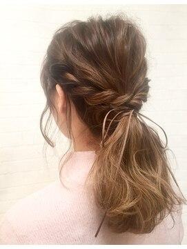 簡単なまとめ髪6選・まとめ髪にかわいい小物の紹介