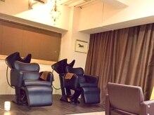 フィス 三軒茶屋店(Fe's)の雰囲気(首の負担が少ないシャンプー台で癒しのマッサージシャンプー☆)