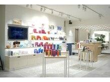 スパイスヘア コピス吉祥寺店(SPICE HAIR)の雰囲気(AVEDAやオージュアなど様々な商品が揃っています。)