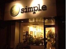 エスドットシンプル(S.simple)の雰囲気(道路沿いのこの看板が目印。外からは雑貨屋に見えちゃうかも。)