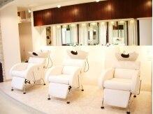 ヘアメイク エアー(Hair Make Air)の雰囲気(優しい雰囲気の白のシャンプー台はゆったり出来る癒しスペース♪)