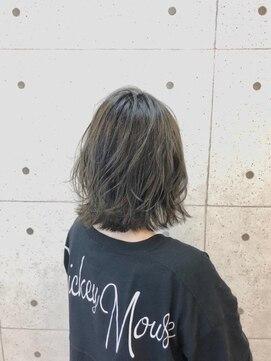ヘアーデザイン ハック(HAIR Design HaC)【HaC】 ミディウルフ×スケルトングレージュ