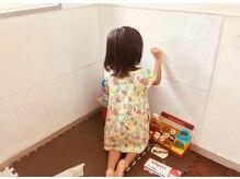 ヘアサロンシルク(Hair Salon Silk)の雰囲気(キッズスペース内で壁に落書きし放題!お子様が楽しめる空間。)