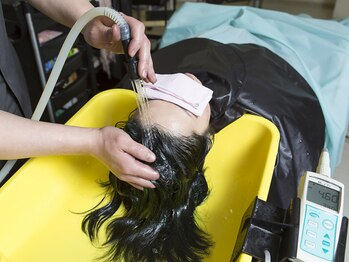 ヘアークラフト サン 住吉店の写真/弱酸性美容液《ペーアッシュ》取り扱いサロンで頭皮からのエイジングケア。抜け毛予防×リフトアップにも◎