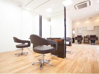 ヘアーデザイン サンニイイチヨン(HAIR DESIGN 3214)の写真/上尾にお住まいの方々がHappyスマイルになるように☆シンプルなのに心温まる空間なのは…スタッフの人柄♪