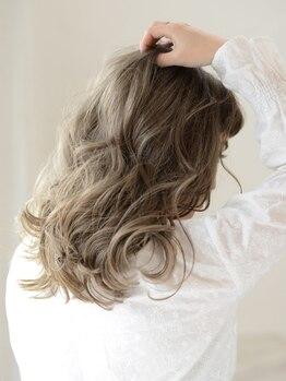 アース 静岡清水店(HAIR&MAKE EARTH)の写真/透明感あるインナーカラー・裾カラーが大人気♪低刺激、ダメージレスで透き通る髪色に♪追加で髪質改善も◎