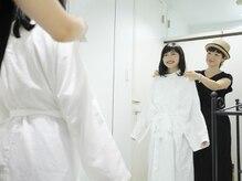 パルフェ(PARFAIT)の雰囲気(より似合わせを!ガウンを着て全身鏡でカウンセリングをします。)