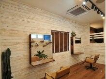 リバイブ ヘア アンド スパ(Revive HAIR&SPA)の雰囲気(広々とした空間で、周りを気にせず施術を受けられます。)