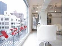 マッシュ 並木店(MASHU)の雰囲気(並木通りを見渡すことの出来る大きな窓が印象的!)