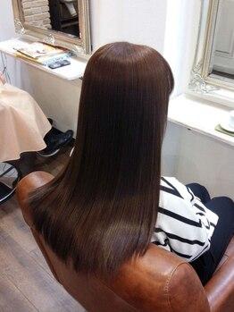 ヘアシップ パロス(Hair ship pharos)の写真/【早めのご予約がオススメ!!】湿気・うねりに負けず、憧れのサラツヤヘアで夏を乗り切りましょう♪