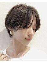 美容専門誌の選ぶショートヘアNo1 センターパートショート表参道