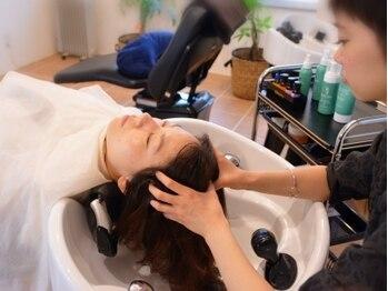 ヘアメイク リリット(HAIR MAKE RIRI'T)の写真/21種類の植物美容成分配合!ボタニエンスヘッドスパで頭皮も髪もケア*アロマの香りで癒しのひと時を♪