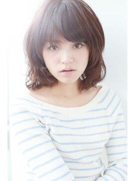 ミディアムウルフヘアアレンジ(女性髪型)マッシュウルフ
