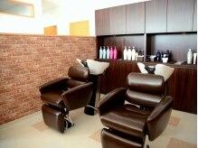 ヘアサロン ハルハル(hair salon hal hal)の雰囲気(半個室になったシャンプーブースで受けるオススメのヘッドスパ)