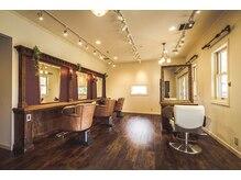 ジャム クリエイティブ ヘアデザイン(jam Creative Hair Design)の雰囲気(美容室と理容室で分かれている空間で、ゆったりとくつろげます!)
