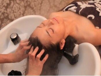 ラルテ 中目黒(L'arte)の写真/《rolland》使用♪オーガニックの力で髪や頭皮環境を整え、健康な髪に。ベテランのマッサージで癒される◎
