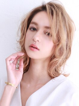 アース 長崎浜町店(HAIR&MAKE EARTH)の写真/色を入れるだけじゃない、小顔に見せる立体カラーが大人気☆うる艶な仕上がりで、女子力UP★