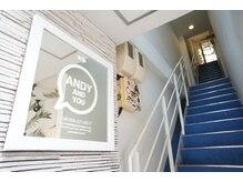 アンディ(ANDY)の雰囲気(ブルーの階段を上がった3階がANDYです)