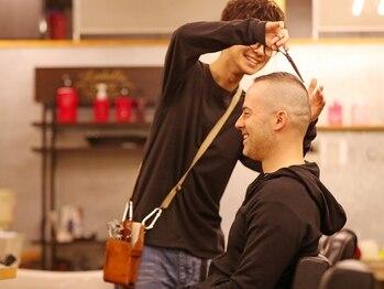 ファクトリーバーバーショップ(FACTORY barber shop)の写真/【住吉】人気《FACTORYコース¥4320》を始めお手入れ付きMENUが充実◎シェービングや眉のお手入れもお任せ!
