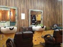 エイト ヘアワークス シンテラ(EIGHT HAIR WORKS SHIN TERA)の雰囲気(椅子は座り心地◎席と席の間が広いので開放的な空間★)