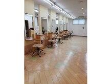 美容室フロンジュの雰囲気(〈内観〉セット面は12面あり広々とした空間♪)