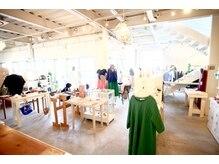 シーズナルラボ(Seasonal-Lab)の雰囲気(一階はアパレルと雑貨とカフェも併設しています)