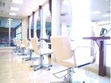 銀座ラボ 淵野辺店(LA BO)の雰囲気(施術台は窓に面していて外を眺めながら施術。)