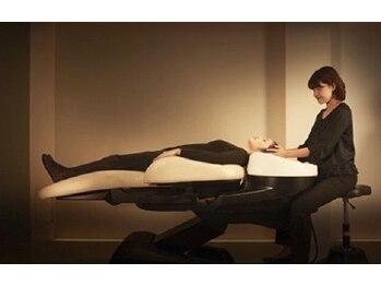 ステラプレミアム(Steller PREMIUM)の写真/[フルフラットの夢シャンプー台完備]ベッドで寝てるかの様なリラックス空間…極上のサロンタイムをあなたへ