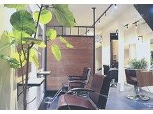 ルミナ(Rumina)の雰囲気(セット面の椅子は、全て違うデザインになっています!)
