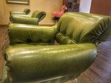 ヌーナ(neuna)の雰囲気(間隔の広いソファ椅子でゆったりしたひと時を。。。♪)