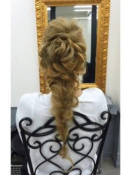 ディズニープリンセスヘアアレンジ(アナと雪の女王エルサの髪型)プリンセスルーズスタイル