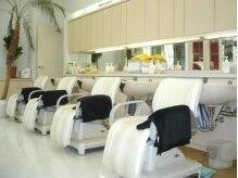 ヴェール・レッシュブ 海浜幕張店(Belle Lecheveu)の雰囲気(白を基調とした、清潔感溢れるシャンプー台。)