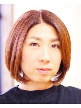 美容室ピース 笹沖店前髪&顔周りで小顔にみせる上品な大人のショートヘア