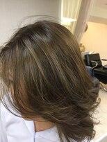 エッセンシャルヘアケア アンド ビューティー(Essential haircare & beauty)ハイライト+カラー