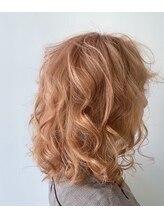 ドアー ヘア ラテ(Door hair.latte){甘味艶カラー}艶感ミックスオレンジベージュのレトロスタイル